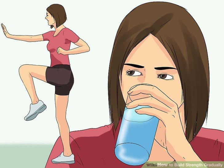 Trinken Sie genug Flüssigkeit und essen Sie richtig zum Krafttraining.
