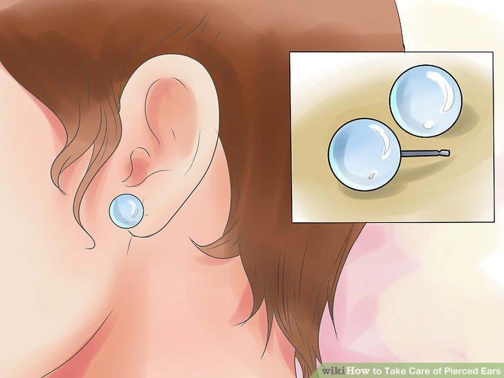 Tragen Sie in den ersten Monaten nach Ihrem Piercing Ohrstecker und wechseln Sie allmählich in andere Ohrstile.