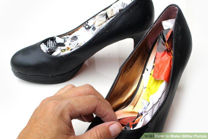 Reinigen Sie die Schuhe.