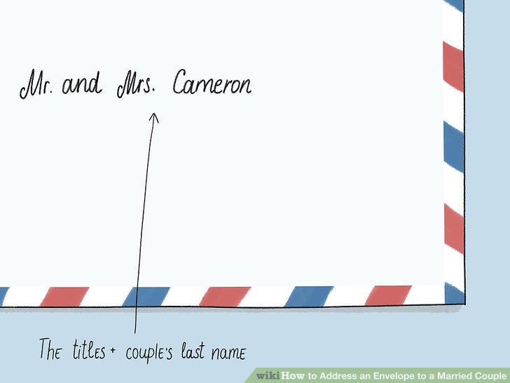 Setzen Sie nur die Titel und den Nachnamen des Paares ein, um einen kühnen Look zu erhalten.