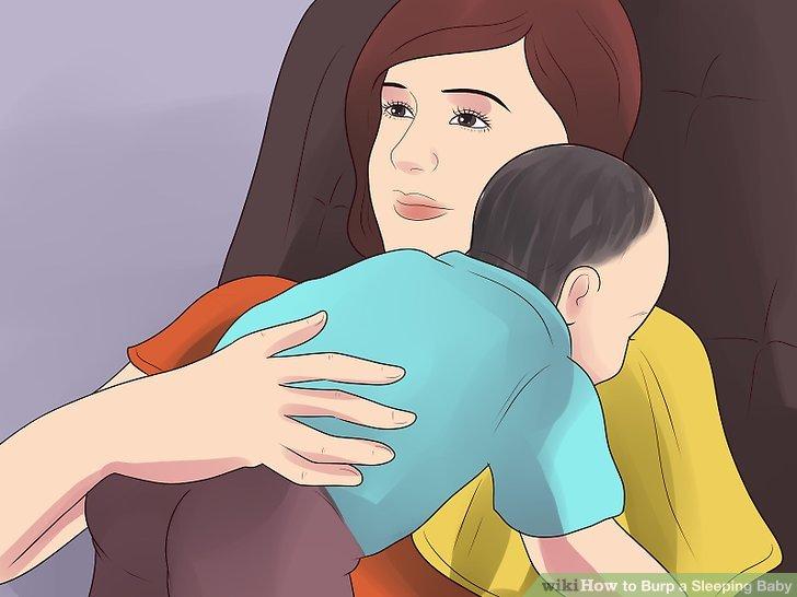 Lehnen Sie Ihr Baby an Ihren Körper.