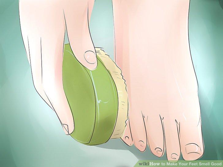 Waschen Sie Ihre Füße täglich und trocknen Sie sie gut ab.
