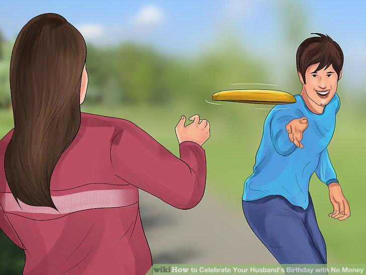 Spielen Sie einen Sport im Freien mit Freunden oder der Familie.