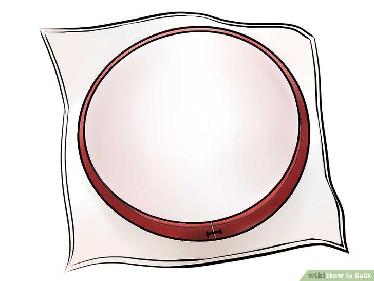 Dehnen Sie Ihren Stoff auf einem Stickrahmen.