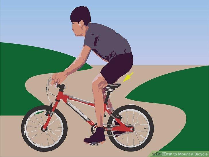 Setzen Sie sich auf den Fahrradsitz und treten Sie in die Pedale.