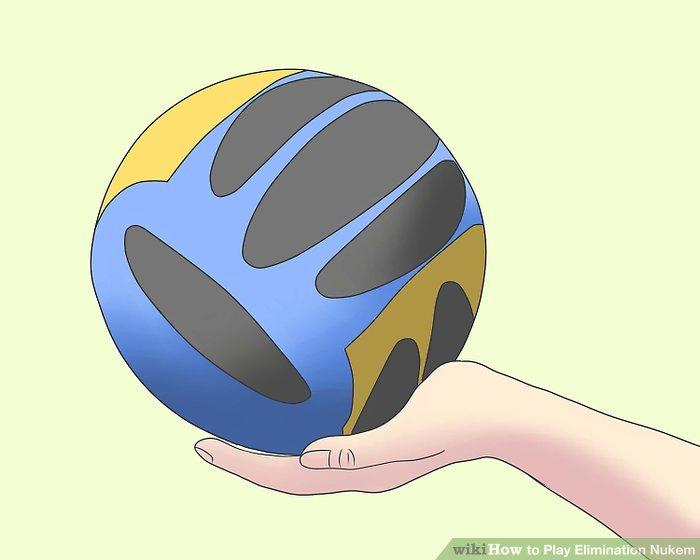 Holen Sie sich einen Ball, der in der Größe einem Volleyball oder Basketball ähnelt.