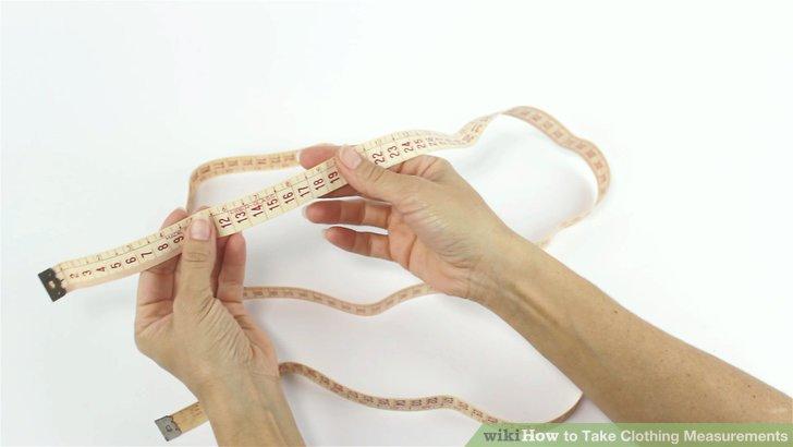 Nehmen Sie ein weiches Maßband aus Stoff oder Kunststoff.