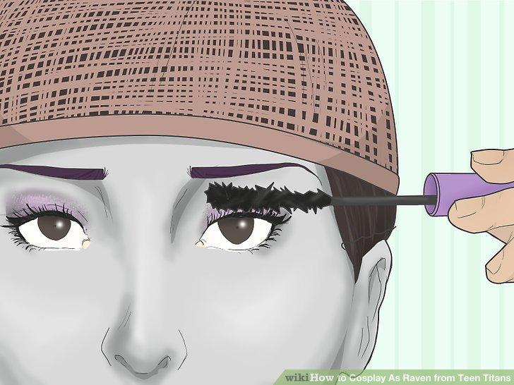 Vervollständigen Sie Ihre Augen mit Mascara und falschen Wimpern.
