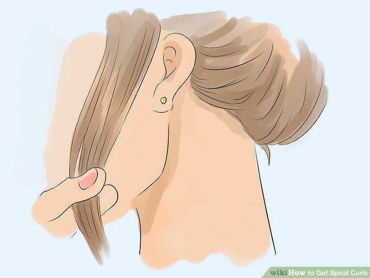 Saçın küçük bir bölümünü tutun.