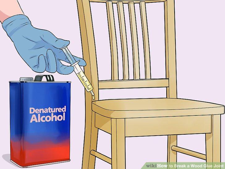 Injizieren Sie denaturierten Alkohol in die Holzfuge.