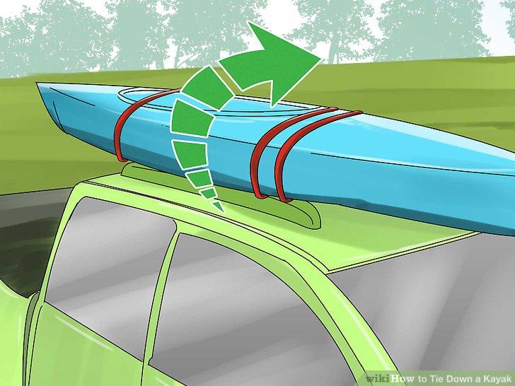 Führen Sie einen der Gurte über Ihren Kajak und ziehen Sie ihn unter eine Dachträgerleiste.