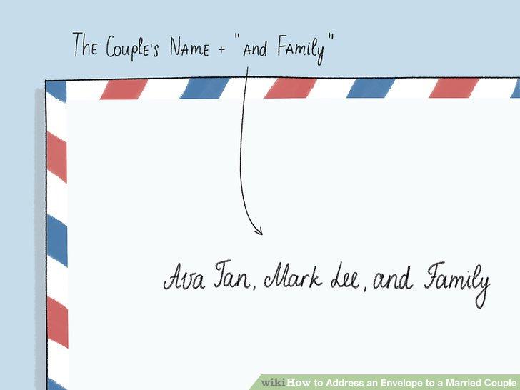 """Geben Sie die Namen des Paares und dann """"und Familie"""" für einen zufälligen Umschlag ein."""