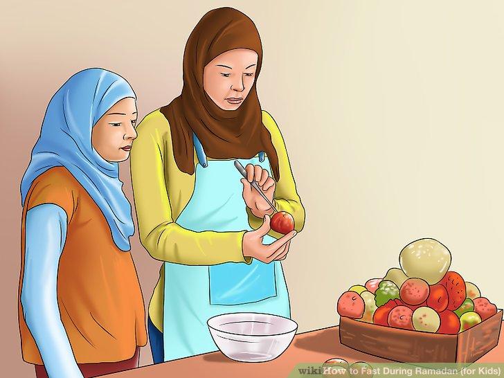 Hilf deiner Mutter, Suhoor oder Iftar vorzubereiten.