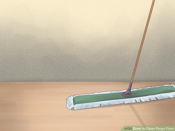 Reinigen Sie den Boden regelmäßig mit einem feuchten Staubwischer.