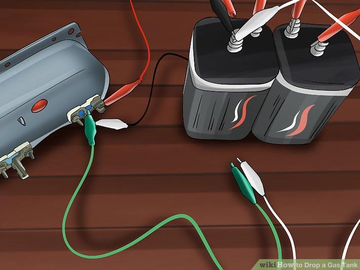 Entfernen Sie das Erdungskabel Ihrer Batterie, um Funken zu vermeiden, bevor Sie mit diesem Schritt fortfahren.