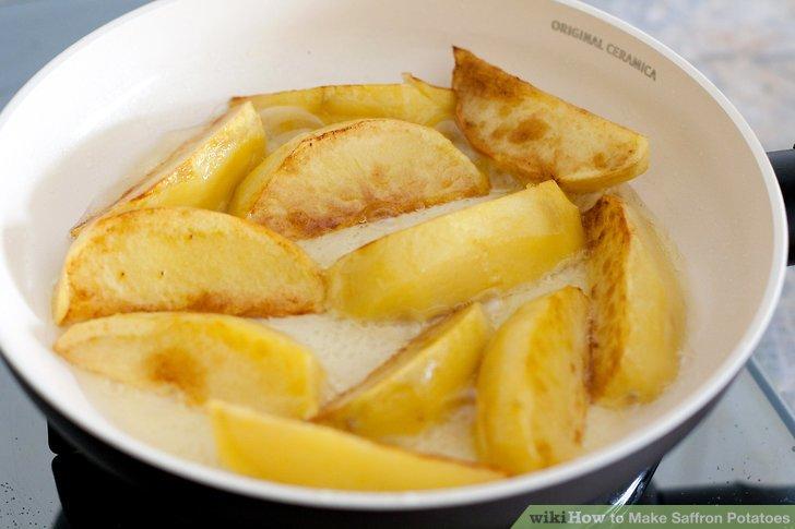 Fügen Sie die Kartoffeln hinzu.