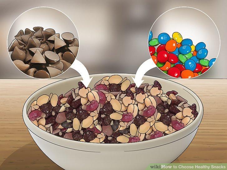 Mischen Sie gesunde Süßigkeiten mit gesunden Snacks.
