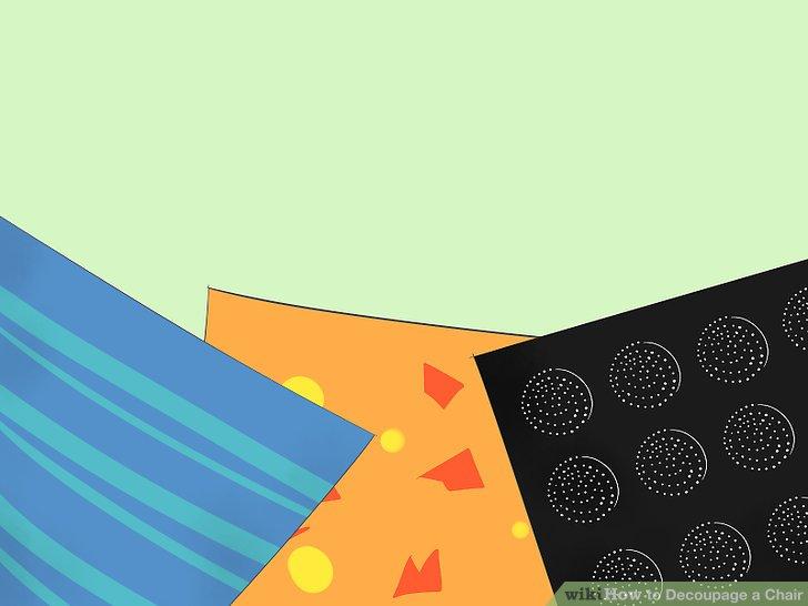 Entscheiden Sie, ob Sie Decoupagestücke aus Papier oder Stoff verwenden möchten.
