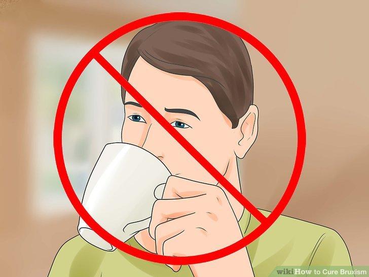 Vermeiden Sie Koffein und Alkohol vor dem Schlafengehen.