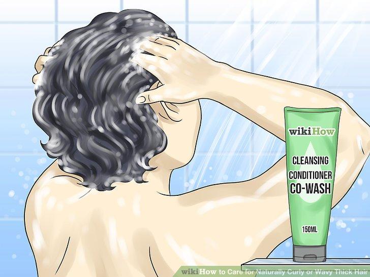 Wasche deine Haare einmal pro Woche.