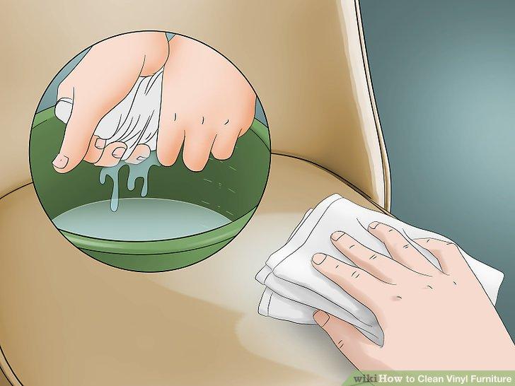 Spülen Sie Ihre Vinylmöbel mit klarem Wasser aus.
