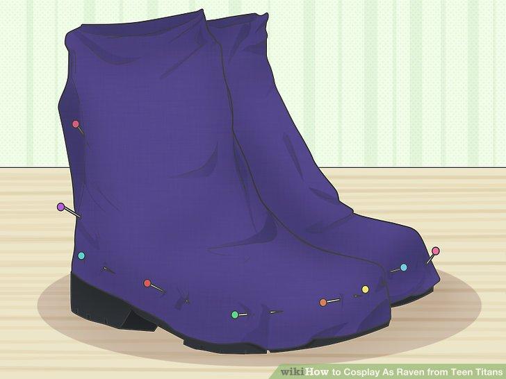 Wickeln Sie Ihren überschüssigen Mantelstoff um Ihren Stiefel.