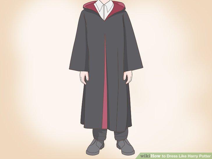Tragen Sie eine alte schwarze Robe.