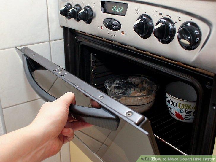 Lassen Sie den Teig im Ofen, bis er sich verdoppelt hat.