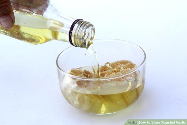 Den Knoblauch mit Öl abdecken und in einem verschlossenen Kanister im Kühlschrank aufbewahren, um den Knoblauch länger haltbar zu machen.