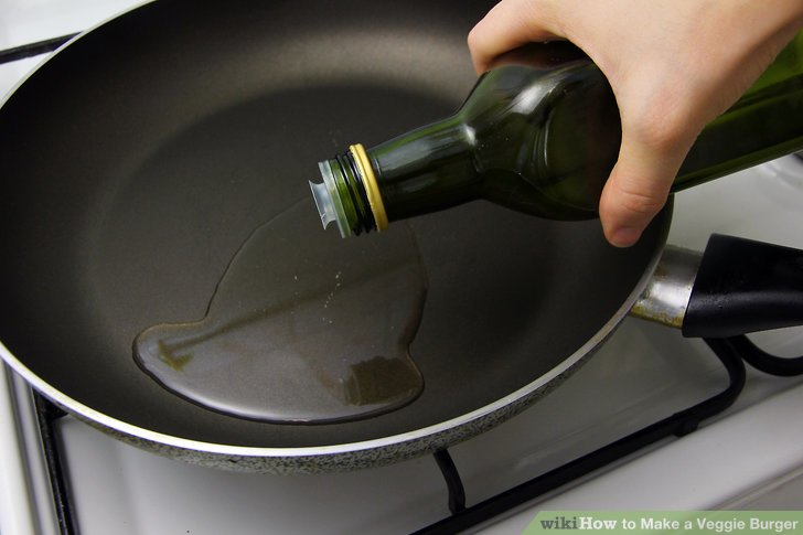 Heat a tablespoon of olive oil in a frying pan.
