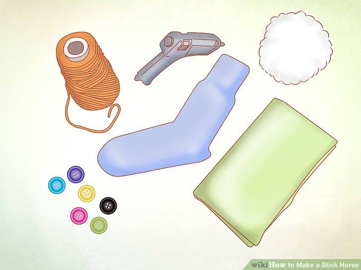 Wählen und sammeln Sie dekorative Materialien für das Reitspielzeug.
