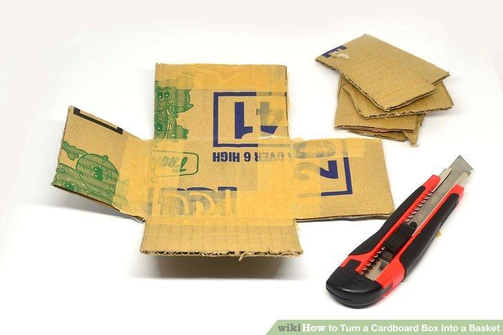 Schneiden Sie die oberen Klappen von der Schachtel ab und schneiden Sie die Schachtel dann an den Ecken auseinander.