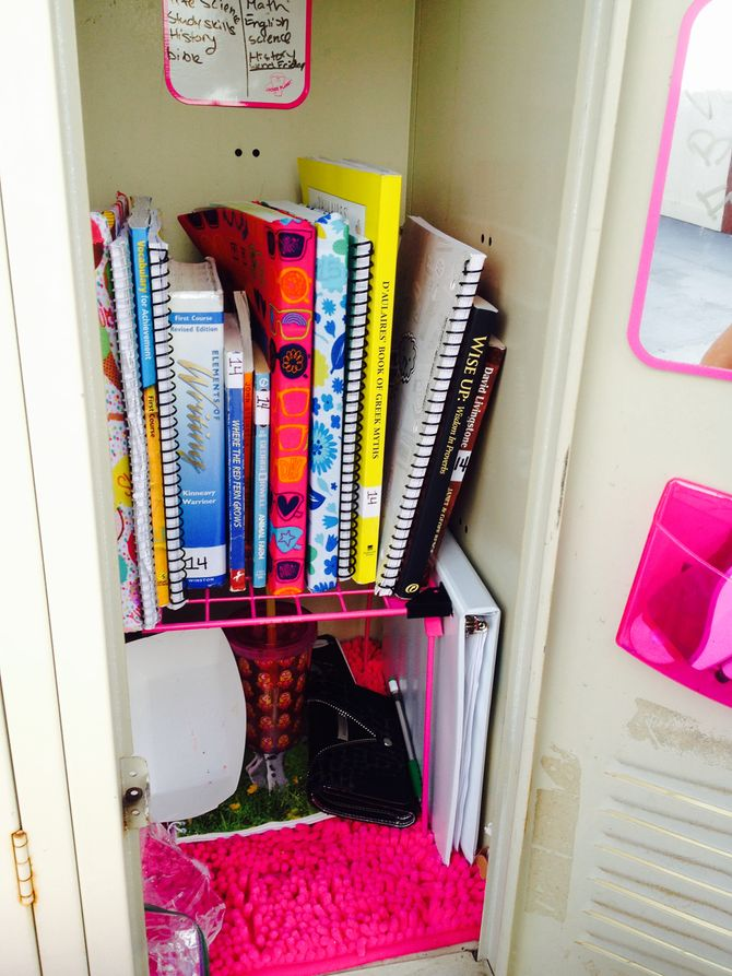 3 Ways to Decorate a Small Locker  wikiHow