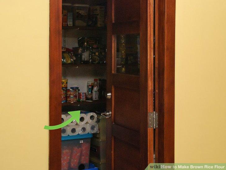 Bewahren Sie das Mehl in der Speisekammer oder im Kühlschrank auf.