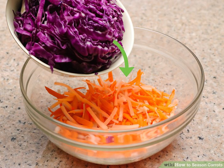 Machen Sie einen Karotten-Kohl-Salat.