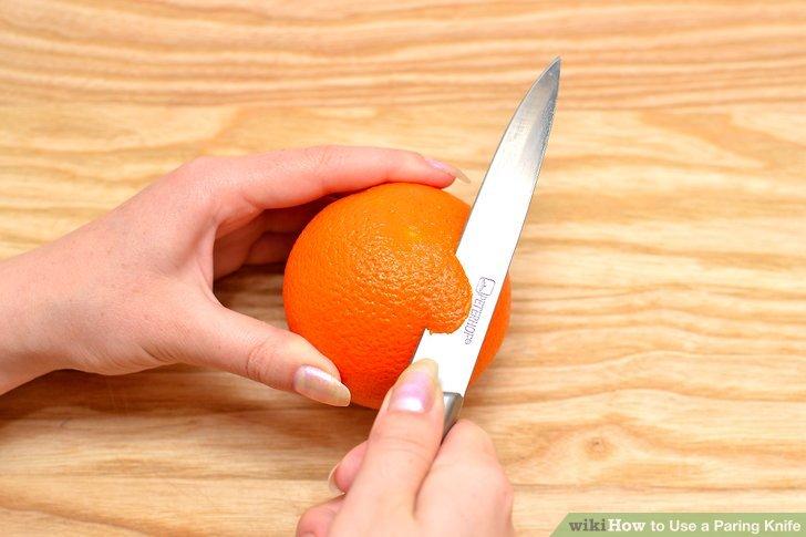 Drehen Sie das Messer leicht zur Seite.