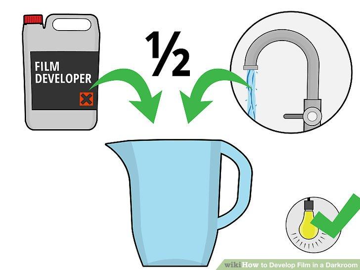 Schalten Sie die Lichter ein und mischen Sie 1 Teil Filmentwickler mit 1 Teil Wasser.