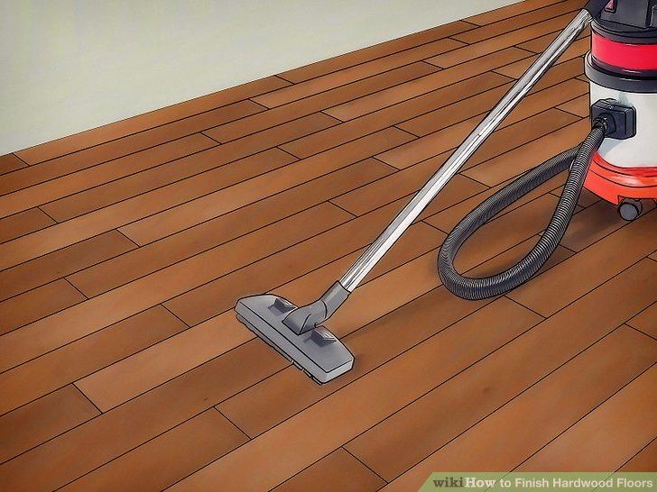 Den Boden gründlich absaugen, um Staub und Ablagerungen zu entfernen.