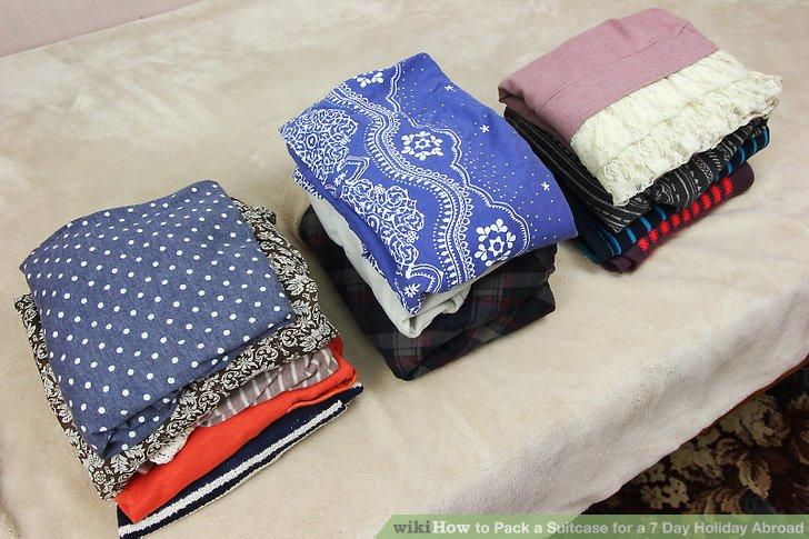 Holen Sie alle Kleidungsstücke heraus, die Sie mitnehmen möchten, und organisieren Sie sie wie folgt: