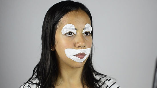 How To Face Paint A Clown With