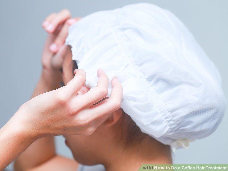 Sammeln Sie Ihre Haare unter einer Duschhaube und lassen Sie sie 20 bis 60 Minuten einwirken.