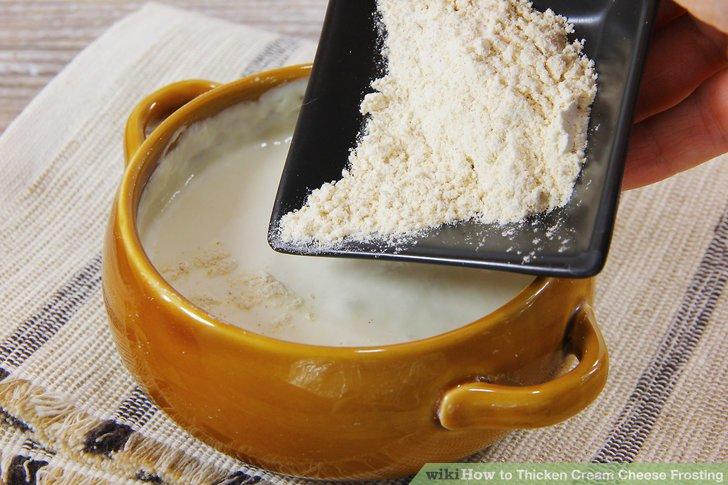 Fügen Sie eine kleine Menge Baiserpulver hinzu, um den Zuckerguss schnell zu verdicken.
