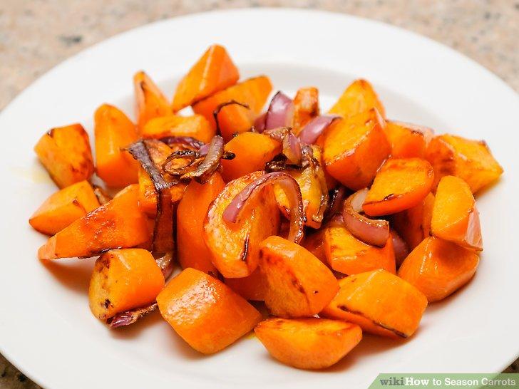Fügen Sie sautierten Zwiebeln Karotten hinzu.