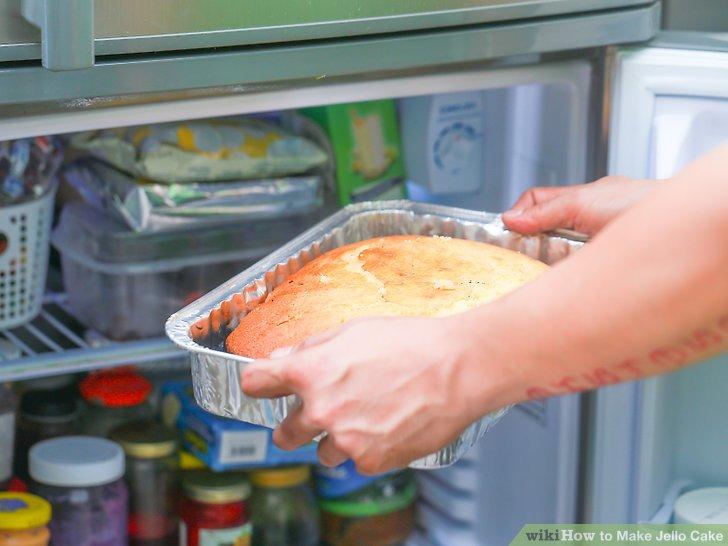 Legen Sie den Kuchen in den Kühlschrank.