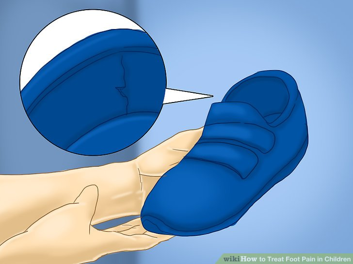 Untersuchen Sie die Outdoor-Schuhe Ihres Kindes.