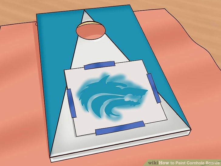 Tahta üzerinde tasarımlar yapmak için bir şablon kullanın.