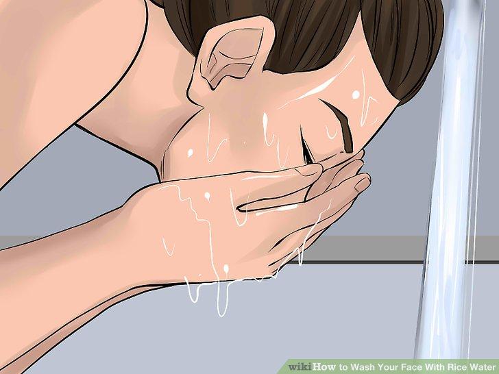 Spülen Sie Ihr Gesicht bei Bedarf mit klarem Wasser ab.