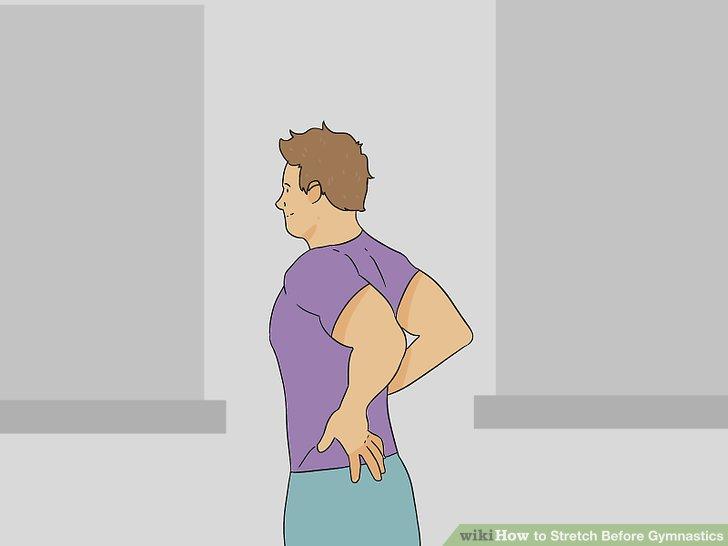 Legen Sie Ihre Handflächen hinter Ihren Rücken und heben Sie die Arme, um den Bizeps zu strecken.