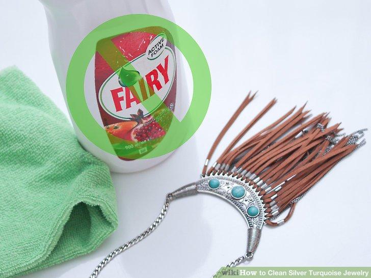 Schützen Sie den Schmuck vor scharfen Reinigungsmitteln.