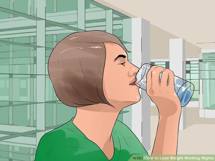 Bei der Arbeit Wasser trinken.